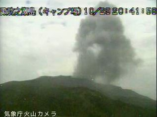 Suwanosejima - 10/29/2020 / 11:41 p.m. - JMA webcam