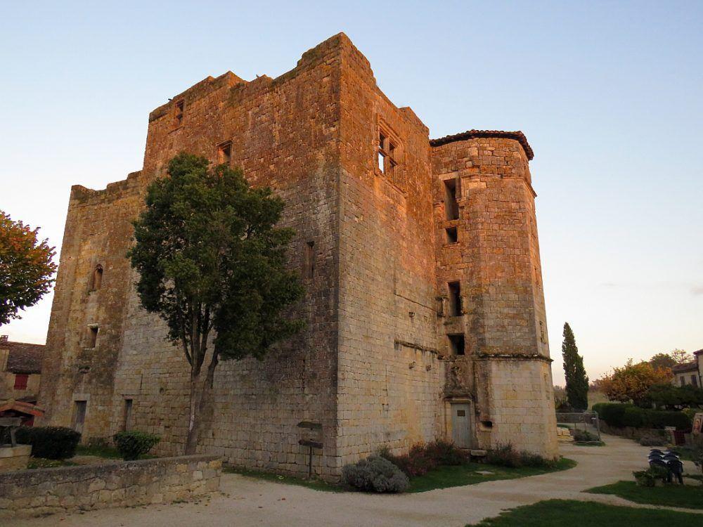 """Larressingle Plus petite cité fortifiée de France, """"Un des plus beaux villages de France"""""""
