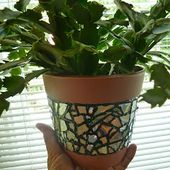 Make it easy crafts: Recycled CD Mosaic Flower Pot