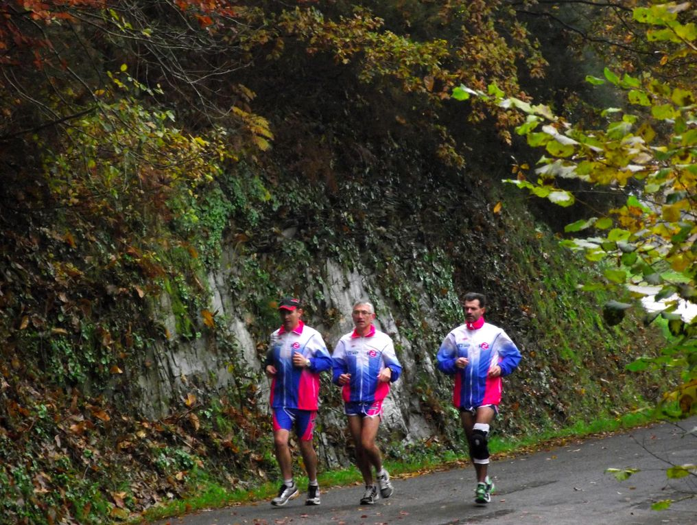 Trois croisicais au départ des 11km700 du Roc St André (Morbihan) en ce 24 novembre 2012