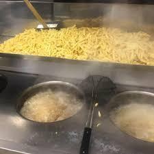 Belgique : ils braquent la friterie, la gérante leur jette... l'huile de friture