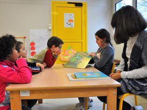 Des collégiens de Max-Jacob viennent lire aux petits de Kergestin