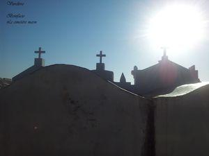 Emouvant cimetière marin, organisé en rues.