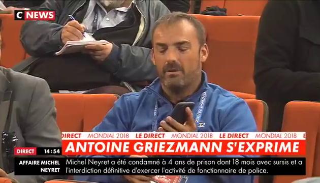 Mondial 2018 : Un journaliste espagnol pose une question à Antoine Griezmann avec une application de traduction
