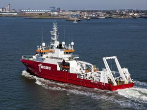 The ship Fugro Discovery and the probe that was lost - A click to zoom - photo abc.net