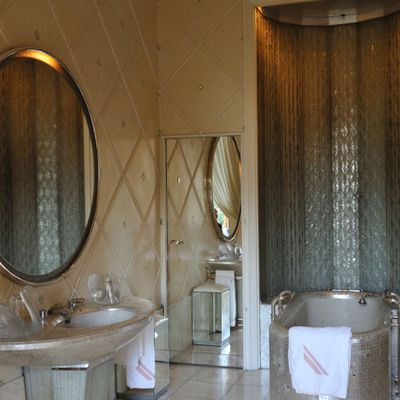 Comment aménager une salle de bain ? (accessoires, mobilier et astuces de rangement)