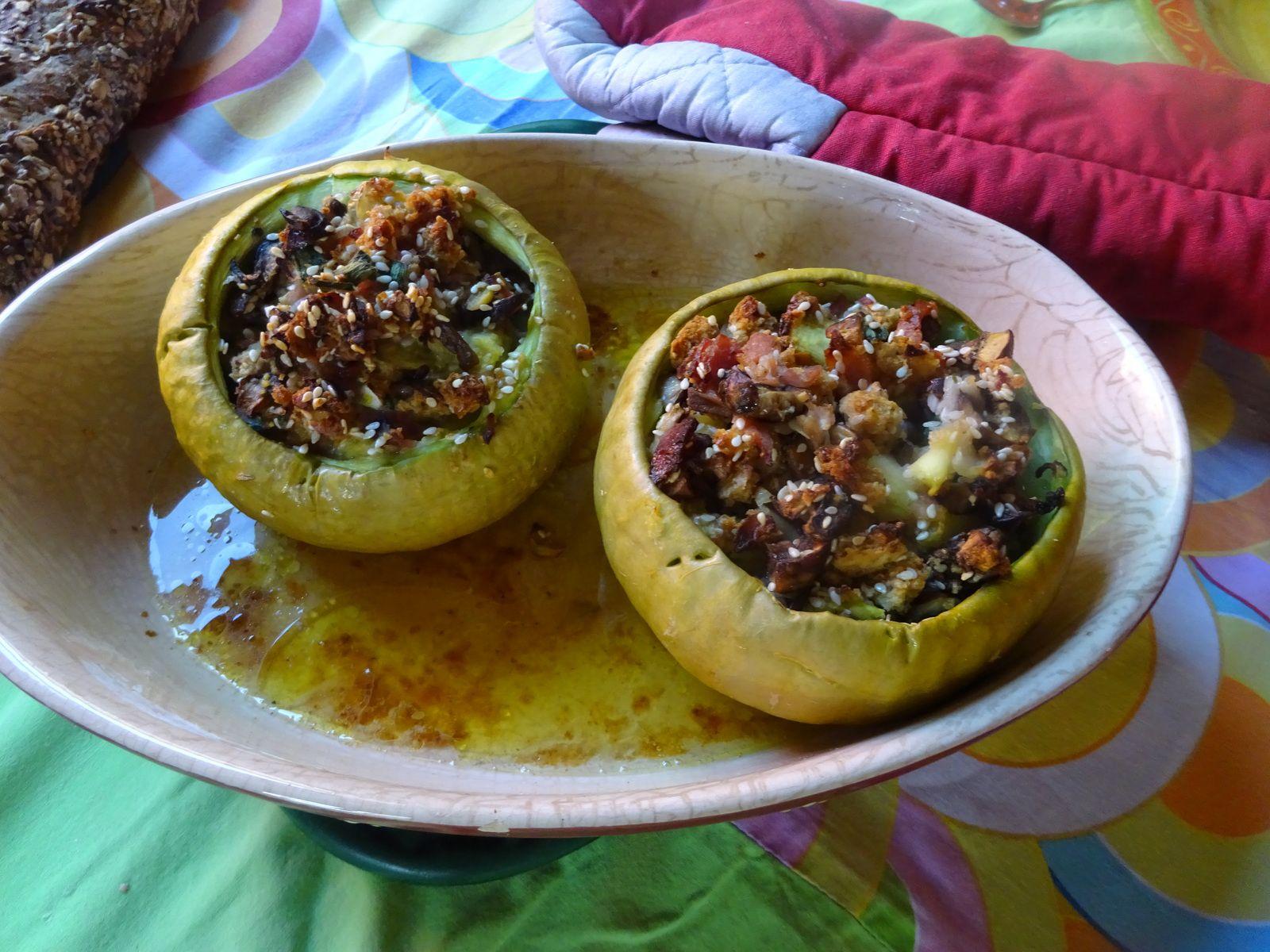 Courgettes farcies au jambon et aux champignons.