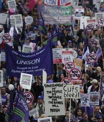 800 000 manifestants à Londres répondent à l'appel des syndicats et défilent pour une alternative à la politique de casse sociale du gouvernement Cameron