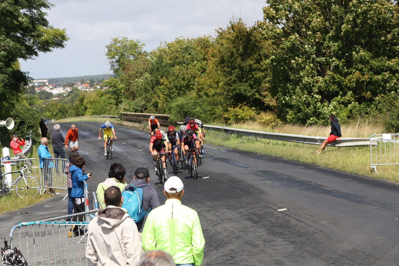 6e  tour  Florent  FRIOU, Théo  PAPIN, Antonin  SOUCHON, Antoine  LAMY,  font  partie  de  ce  groupe  de  tête