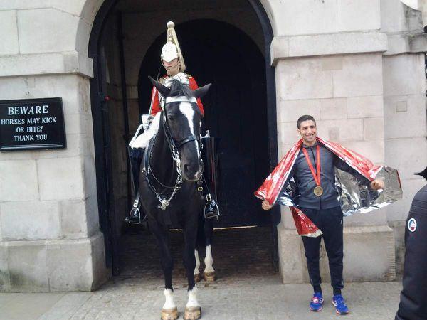 PIERRE et PASCAL dans les rues de Londres à l'arrivée du marathon....toujours aussi frais !!