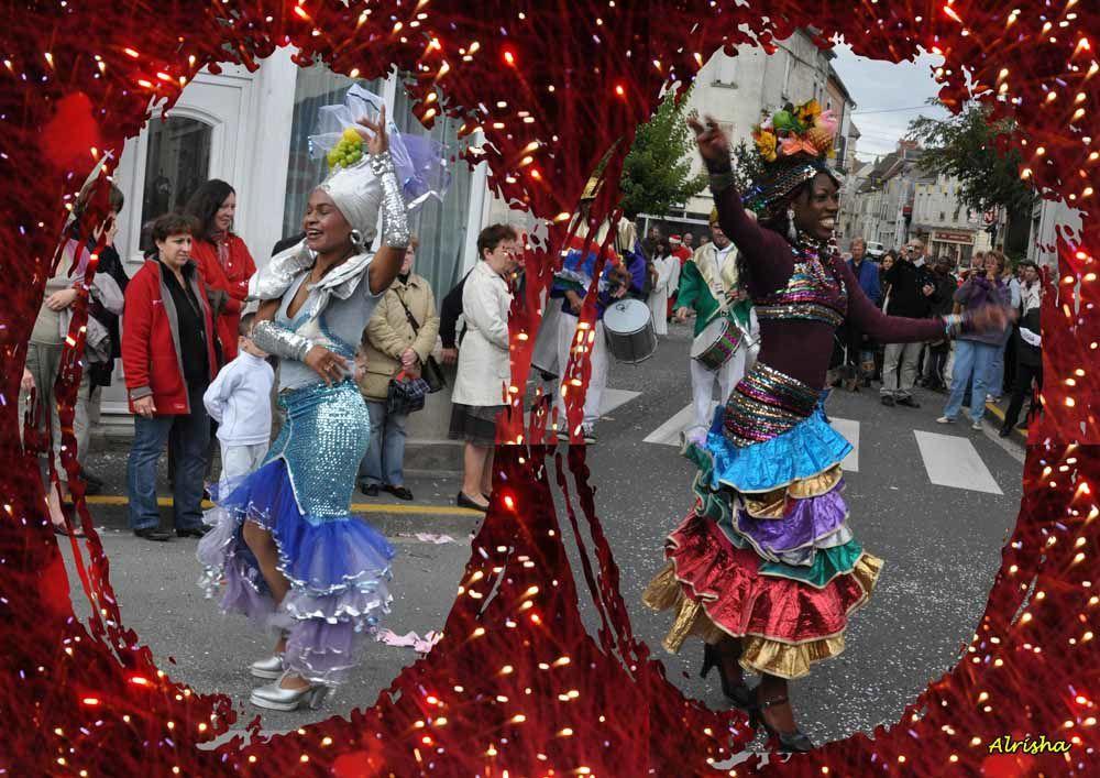 Défilé de l'après-midi du dimanche 4 octobre 2009, chapiteau gourmand, artisanat d'art et exposition peintres et sculpteurs Espace Jeanne d'Evreux