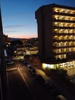 Rosas by night