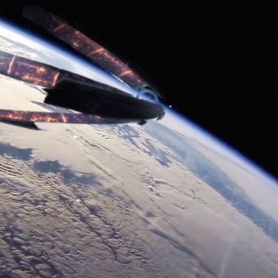 👽 Alien Spaceship Filmed By NASA SpaceX Mission In Low Earth Orbit