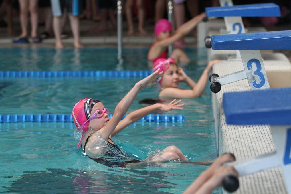 Plus des 200 enfants ont participé aux trois compétitions organisées par le CMOV Natation ce samedi