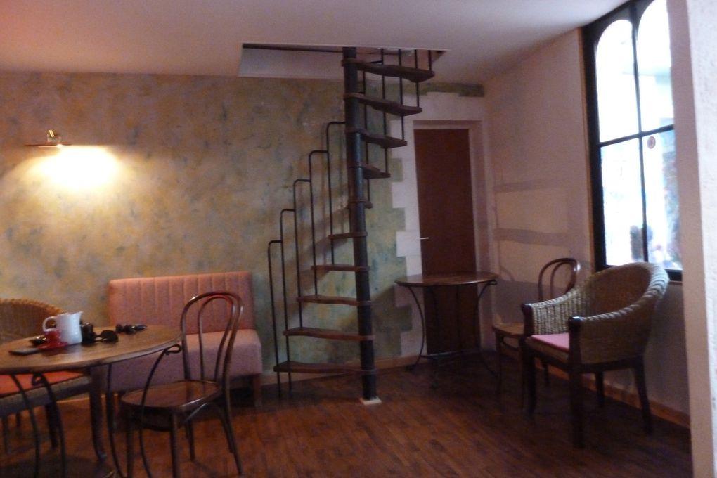 24 - Secrets d'histoire.... travaux dans Saintes - L'escar Mouche (Musicale) .. Café - Bar - Avis de recherches... à titre posthume