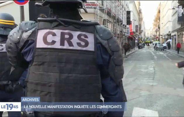 """Gilets jaunes : La police étudie la possibilité de s'équiper de """"bombes à poivre"""" pour se défendre contre les casseurs"""