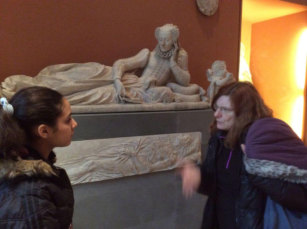 Visite au Louvre des jeunes de Sainte Marie