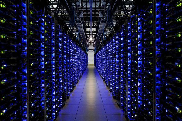 "Dans son ""data center"", Google doit conserver la trace de milliards de pages Web..."
