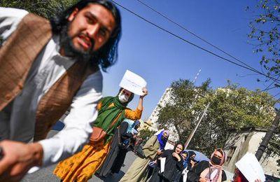 Kaboul : Des journalistes frappés par des talibans dans une manifestation de femmes