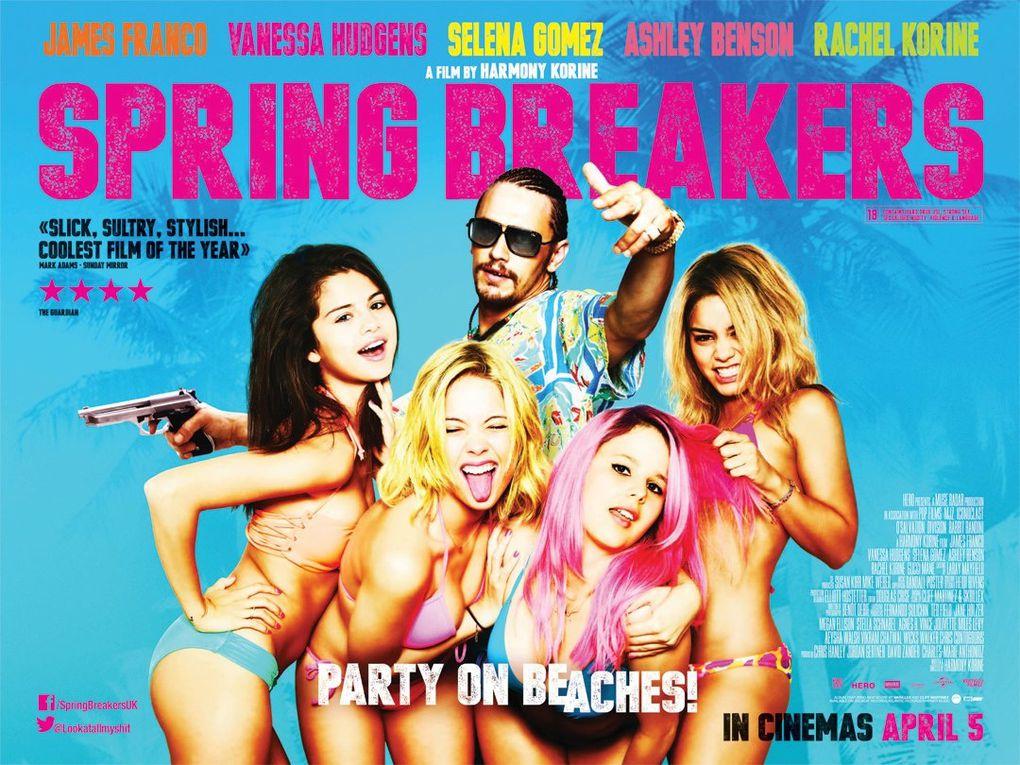Il faut reconnaître que les affiches du film sont plutôt trompeuses et en même temps honnêtes ; elles ne racontent rien parce que le film ne raconte rien, elles promettent des filles en bikini et les filles sont en bikini durant tout le film ...