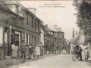 Diverses cartes postales illustrées des années 1910 montrant les ruelles surtauvillaises.