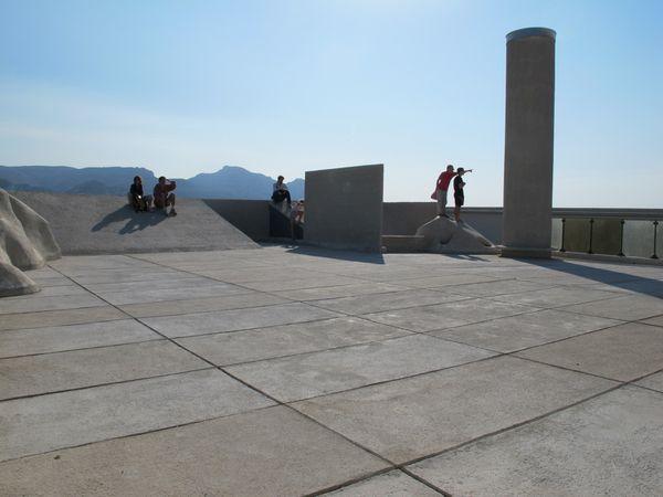 """Une """"sculpture lieu"""": le toit de la Cité Radieuse de Le Corbusier (Marseille)"""