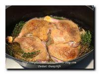 Crumble de courgettes au poivron, cuisse de canard confite à l'échalote
