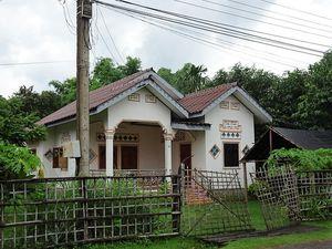 Les autres... entre maison coloniale et maison kitch, il y a le choix !