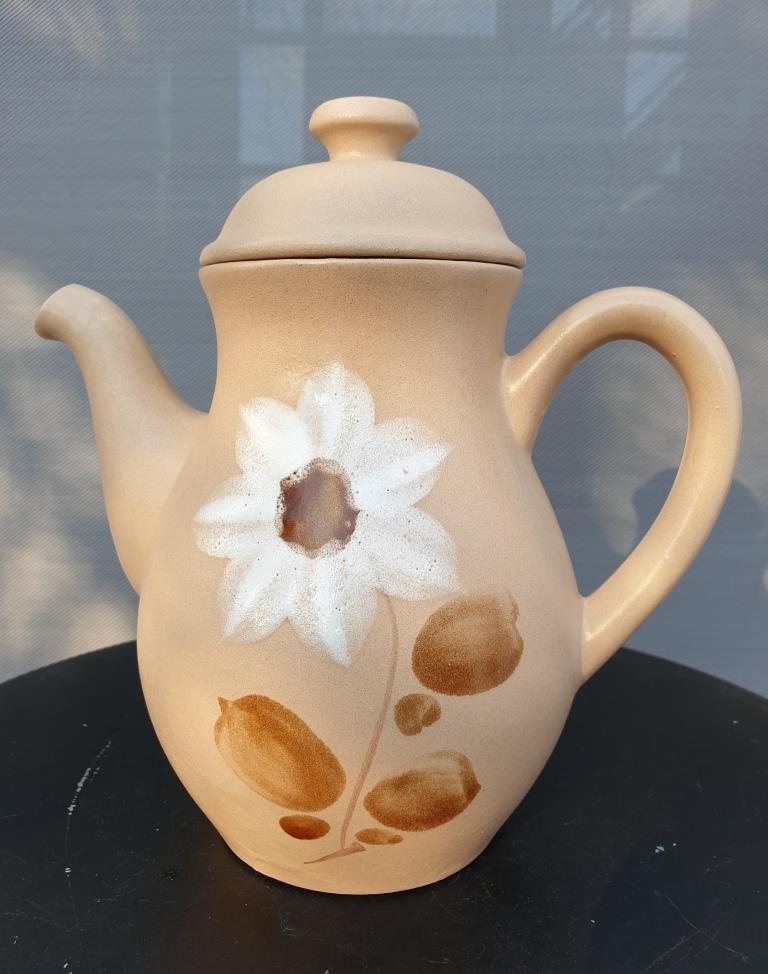 Théière vintage fleur blanche de cornouiller décor main - 16 euros