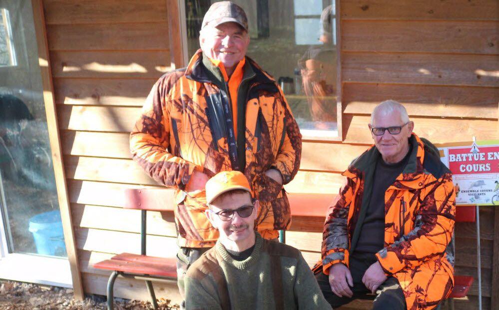 Les chasseurs mélinois (ont retiré les masques) le temps de la pause photo.  Photo ER