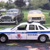 FASCICULE N°16 FORD CROWN VICTORIA MILIZIA MOCKBA 1998 UNIVERSAL HOBBIES 1/43 - car-collector