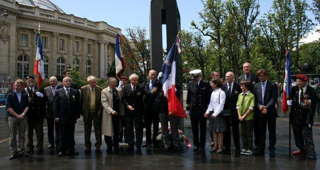 Dépôt de gerbes sur les Champs-Elysées à la statue du général puis défilé et ravivage de la Flamme sous l'Arc de Triomphe avec tous les amis du comité d'honneur, du bureau, et les délégations.Même cérémonie pendant ce temps à LOndres a