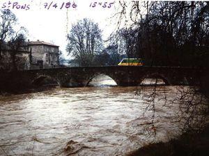 Plaque posé à Trans en Provence et vue de l'Arc à Saint Pons en 1978 et 1986.