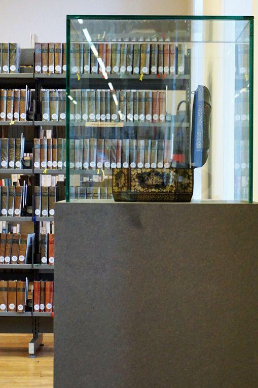 La porte monumentale de l'abbaye Saint-Vaast n'a pas été touchée par les bombardements. Elle fut édifiée par l'architecte départemental et diocésain François Epellet ; les sculptures sont l'œuvre des frères Duthoit, ornementalistes. (photo d'époque, source : Section photographique de l'armée / bibliothèque numérique de Lyon)