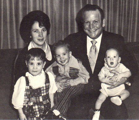 "Edward Edwards avec ses enfants, April, David et John et sa femme Kay - serial killer - ""www.psycho-criminologie.com"""