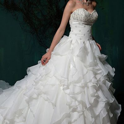 Intriguing Sweetheart Appliques Satin Organza Tiered Wedding Dress