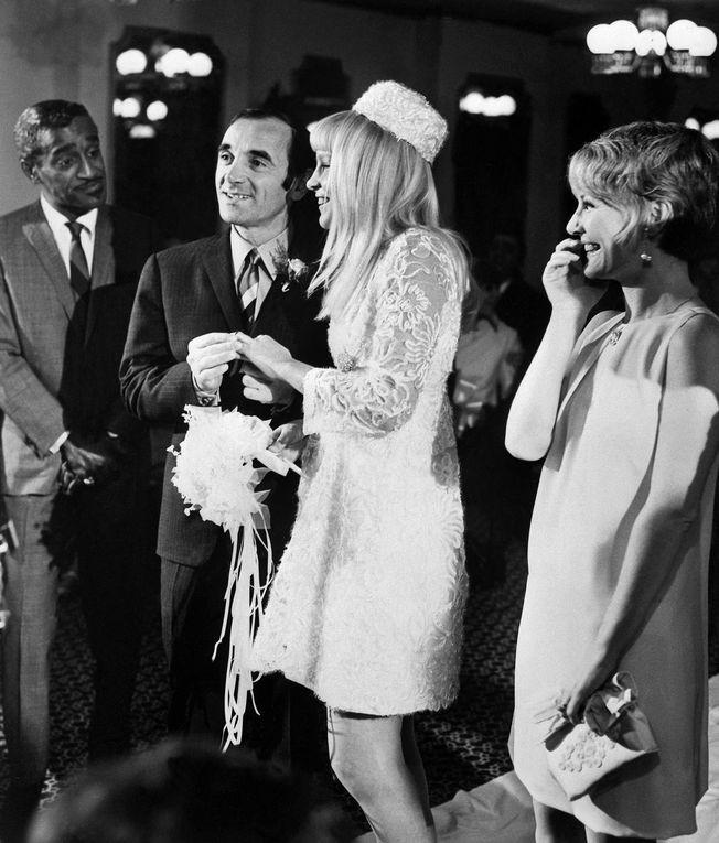 En 1966, Charles Aznavour, Ulla Thorsell (sa fiancée à l'époque) et Maurice Chevalier à leur retour des États-Unis. - 5 Janvier 1967, Charles Aznavour et Ulla sont en vacances à Las Vegas. - Le 14 janvier de la même année, ils se marient civilement à Las Vegas. - Les jeunes époux à l'avant-première des Demoiselles de Rochefort à Paris en 1967. - Le 13 janvier 1968, ils s'unissent religieusement selon le rite grégorien en l'église orthodoxe de la rue Jean Goujon, dans le VIIIe arrondissement de Paris. - À la naissance de leur première fille Katia, le 13 octobre 1969. - Leur deuxième enfant, Misha, est né le 19 mai 1971.  - Le couple Aznavour et Sylvie Vartan, le 16 novembre 1972, avant un concert de Charles Aznavour à l'Olympia. - Leur troisième et dernier enfant, Nikolaï, naît le 8 août 1977. - Le couple arrive au Lido pour assister au show de Sammy Davis à Paris, le 2 juillet 1981.  - Charles Aznavour se voit remettre la légion d'honneur à l'Elysée, le 14 mai 2004.