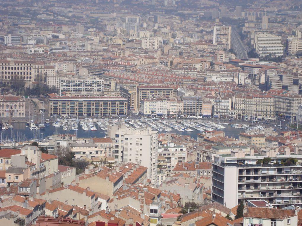 Lundi 23 mars, nous sommes allés faire mieux connaissance avec Marseille : les Réformés, la Canebière, le cours Belsunce, , le Vieux Port et enfin Notre Dame de la Garde! Voici quelques photos prises par les élèves de ce que l'on a vu ...