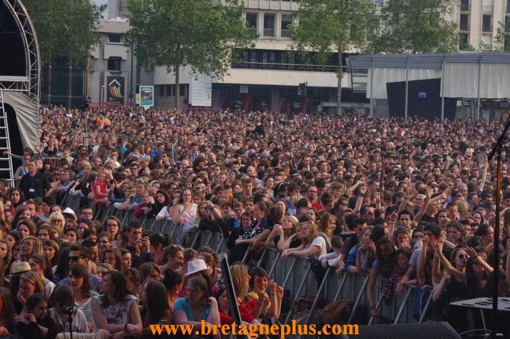 Dans le cadre de la braderie de Rennes, organisée par le Carré Rennais, qui se déroulait ce mercredi 26 juin. Un concert gratuit était organisé, par la radio HIT WEST