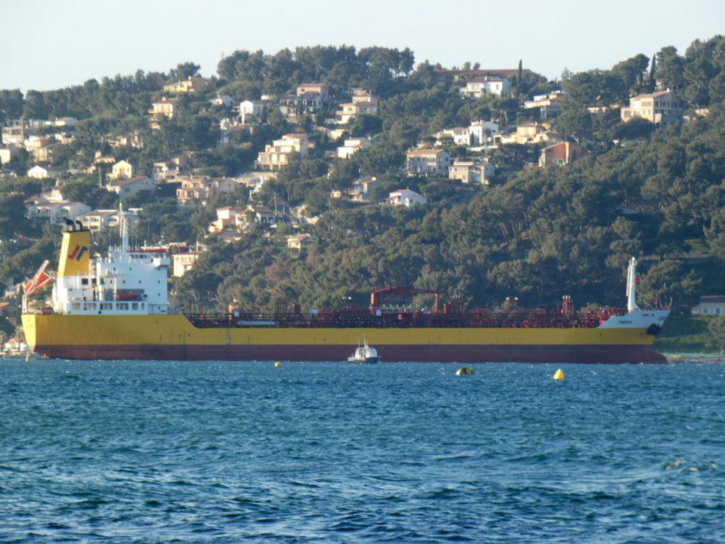 TINERFE , arrivant  en rade de Toulon et allant prendre poste en baie du Lazaret le 16 mars 2020