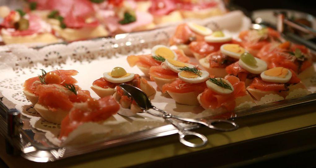 Das Küchenteam um Lotte Will verwöhnte die Gäste mit Spezialitäten vom kalt-warmen Buffet und süßen Leckereien