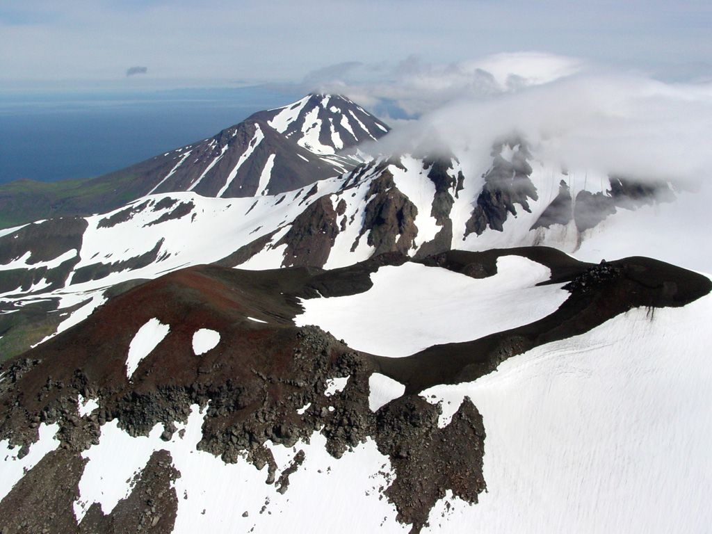 Young vent on the NE flank of the Kliuchef- Photo Game McGimsey, 2004 (Alaska Volcano Observatory, U.S. Geological Survey). - in GVP