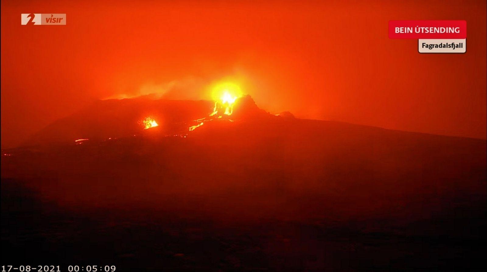 Fagradalsfjall - the night was hot - Visir webcam 08/17/2021 / 12:05 am