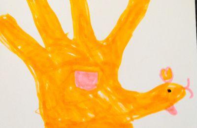 Dessiner avec ses mains (en tant qu'outil et que motif), avec les enfants de maternelle