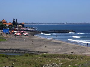Pererenan beach in Canggu from the very nice Pondok Nyoman Bagus hotel, and the must see Tanah Lot