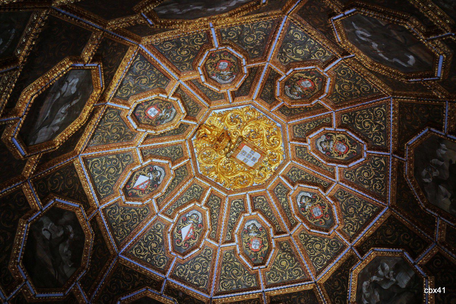 La salle des blasons ou salle des cerfs, Palais National de Sintra (Portugal)