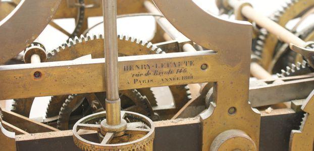 Bretagne  : Vincent Robin redonne vie aux mécanismes horlogers des plus imposants.