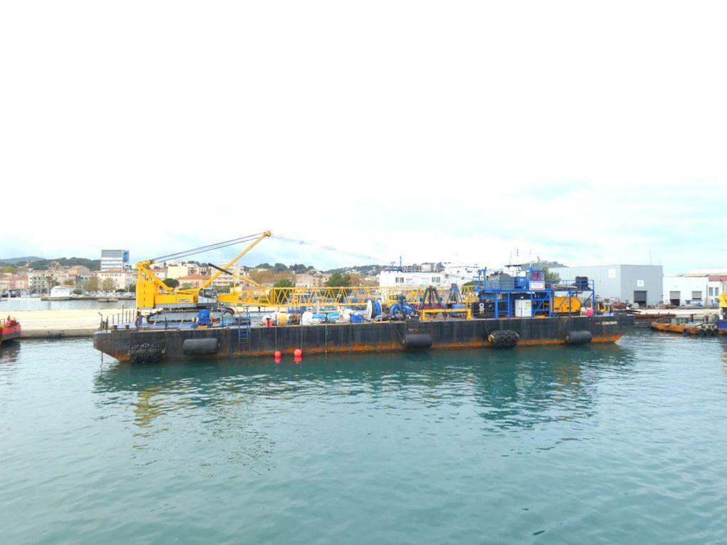 Barge EDMOND , appareillant de la Seyne sur Mer pour rallier sa zone de travaux à Monaco le 07 novembre 2019