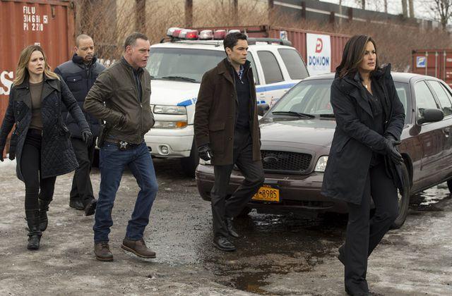 Critiques Séries : Chicago P.D. Saison 2. Episode 20 et New York, Unité Spéciale. Saison 16. Episode 20.