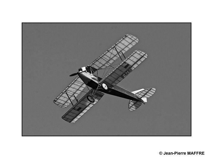 Les avions de légende tels qu'on pouvait les voir dans les journaux de l'époque ou aux actualités dans son cinéma de quartier.